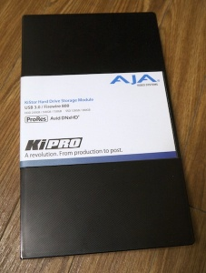 HDCAMケースに見えますがKiStor用のドライブケース!