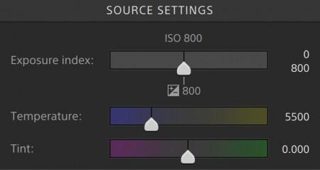 ソースセッティングで露出、色温度、色合いの調整が可能